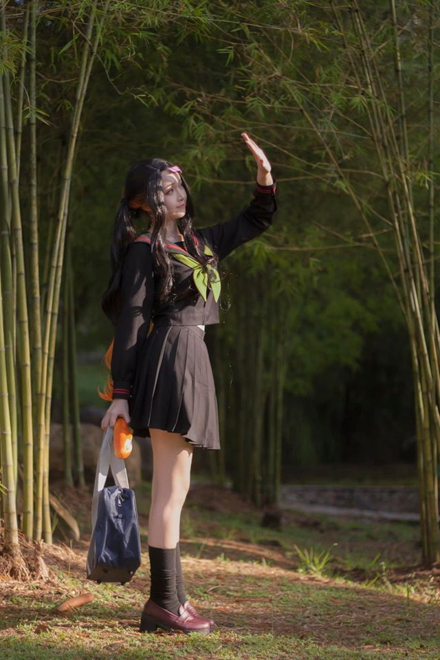 Kimetsu no Yaiba: Em gái quốc dân Nezuko hóa nữ sinh trung học đẹp dịu dàng mà không chói lóa - Ảnh 1.