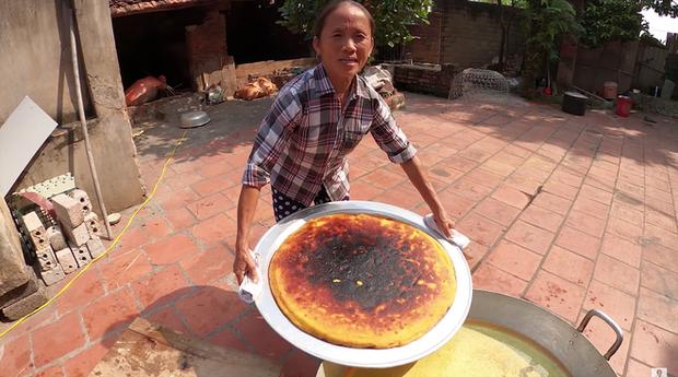 Bà Tân Vlog lại làm sản phẩm thất bại, cứ đụng tới món nướng là thấy tay nghề của bà đi xuống hẳn - Ảnh 7.