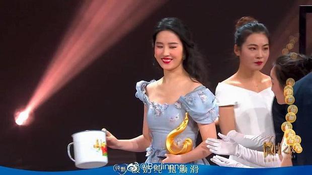 Nhìn lại nhan sắc năm 20 tuổi của Lưu Diệc Phi và bây giờ, cộng đồng mạng chỉ biết cảm thán: Đúng là cô gái năm xưa chúng ta cùng theo đuổi - Ảnh 6.