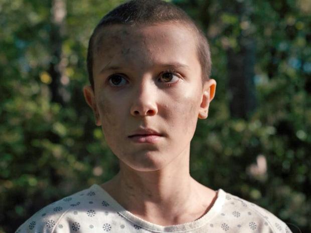 """Vẻ mặt """"búng ra sữa"""" của nữ diễn viên trong Stranger Things."""