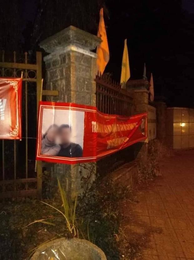 Khổ thân thanh niên thất tình, in hẳn 60kg banner ảnh và thơ tình dán khắp Đà Lạt để níu kéo người yêu cũ - Ảnh 3.