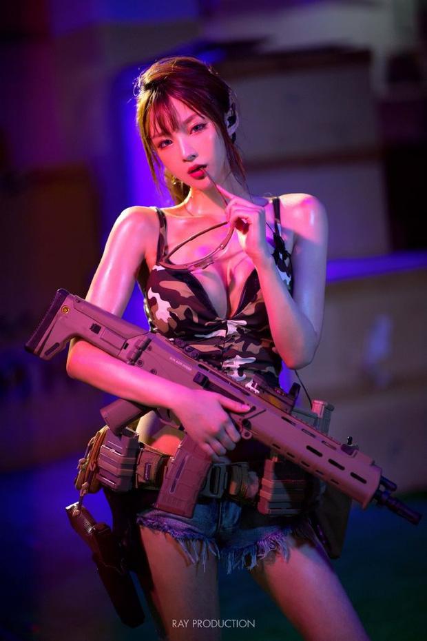 Dàn hot girl cosplay PUBG nóng bỏng mắt, chỉ nhìn thôi là súng ống đã lên nòng để sẵn sàng chạy bo - Ảnh 1.