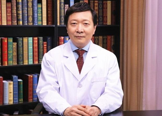 Từng khẳng định virus Vũ Hán có thể kiểm soát, bác sĩ đầu ngành Trung Quốc vừa xác nhận mình nhiễm Corona - Ảnh 2.