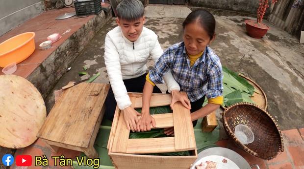 Bà Tân Vlog làm nồi bánh chưng xanh siêu to khổng lồ, dân tình bảo ra Giêng chắc cũng ăn không hết - Ảnh 5.