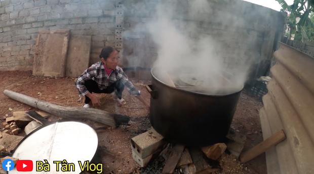 Bà Tân Vlog làm nồi bánh chưng xanh siêu to khổng lồ, dân tình bảo ra Giêng chắc cũng ăn không hết - Ảnh 8.