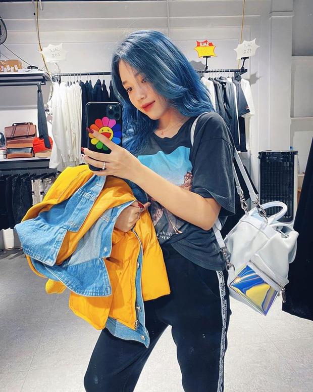 Linh Ngọc Đàm chi tận 16 triệu để nhuộm tóc xanh hot trend, thế nhưng chưa gì đã bay màu hết sạch - Ảnh 2.