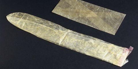 Những vật liệu kỳ dị nhất từng được con người sử dụng làm bao cao su - Ảnh 3.