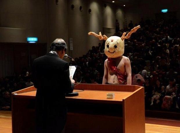 Sinh viên Nhật Bản đi nhận bằng tốt nghiệp: Không cosplay hài hước , đừng mong ra trường! - Ảnh 4.