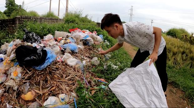 Đi nhặt ống hút từ bãi rác để làm đèn ông sao, con trai bà Tân Vlog bị nghi ngờ nói dối, lừa người xem - Ảnh 2.