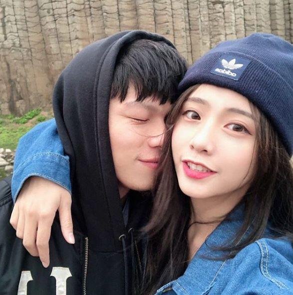 Lộ video nóng với bạn trai, cô nàng hot girl xinh đẹp bật khóc, được fan ủng hộ, động viên trở lại - Ảnh 4.