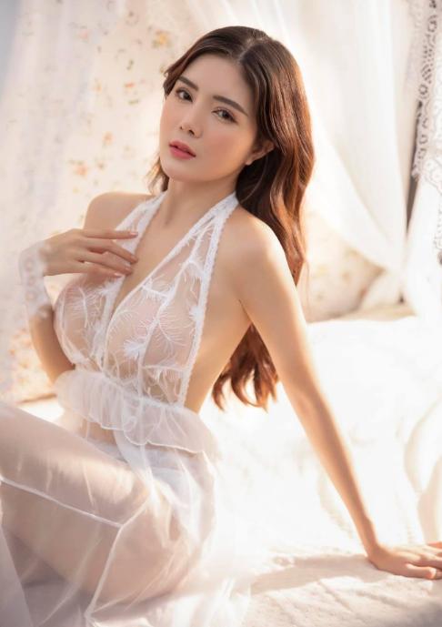 Hot girl Nguyễn Thị Lượm mặc nội y trắng, đắp ren trong suốt phô diễn trọn vẹn thân hình nuột nà - Ảnh 2.