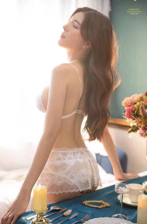 Hot girl Nguyễn Thị Lượm mặc nội y trắng, đắp ren trong suốt phô diễn trọn vẹn thân hình nuột nà - Ảnh 7.