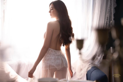 Hot girl Nguyễn Thị Lượm mặc nội y trắng, đắp ren trong suốt phô diễn trọn vẹn thân hình nuột nà - Ảnh 3.