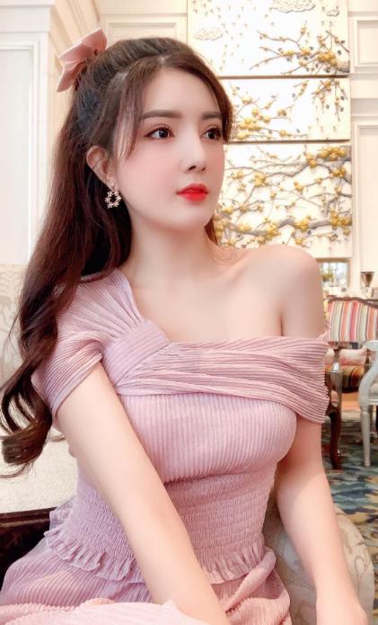 Hot girl Nguyễn Thị Lượm mặc nội y trắng, đắp ren trong suốt phô diễn trọn vẹn thân hình nuột nà - Ảnh 1.