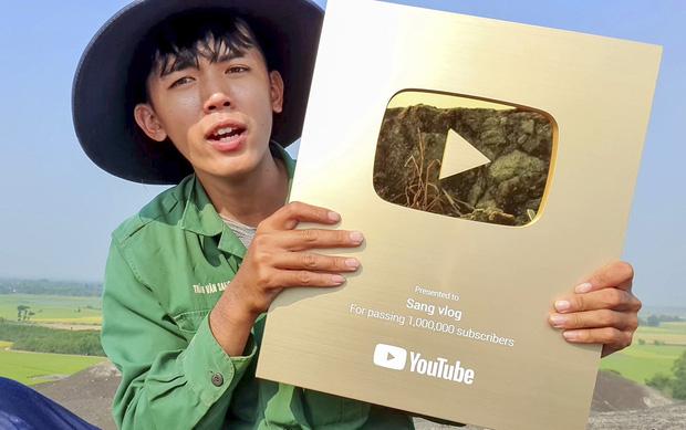 Hướng về miền Trung, Khoai Lang Thang kêu gọi quyên góp được 1,65 tỷ, Sang Vlog dành hẳn nửa tháng lương Youtube để ủng hộ - Ảnh 5.