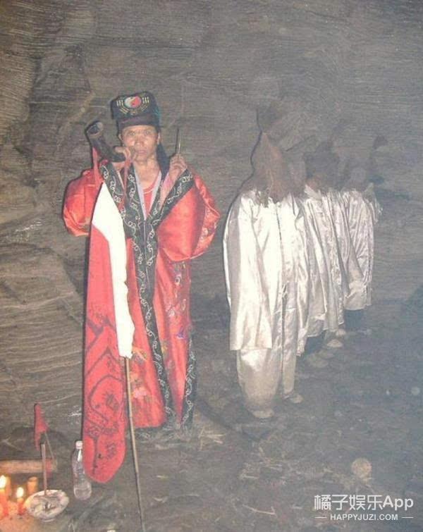 Rùng rợn thuật cản thi của Trung Quốc, chuyên dùng để dắt các hồn ma về nhà - Ảnh 2.