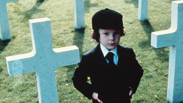 8 phim kinh dị là nỗi ám ảnh của các đoàn phim Hollywood: Rợn gáy nhất là chuỗi thảm kịch kinh hoàng đeo bám Đứa Con Của Satan - Ảnh 26.