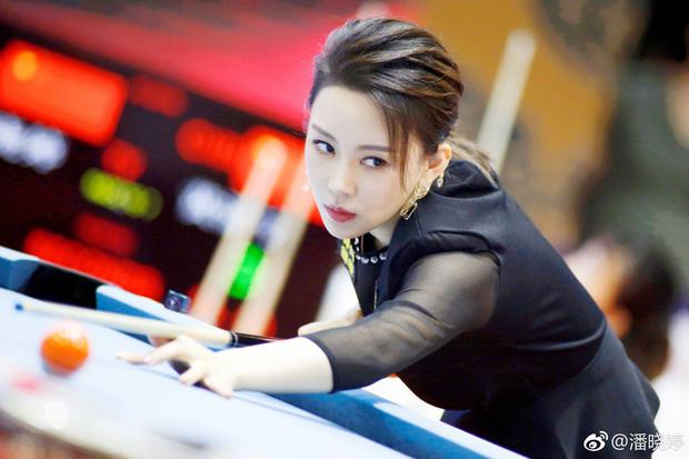 Lộ ảnh quá khứ kém sắc của nữ hoàng Billiards xứ Trung, dân tình băn khoăn lên hương theo thời gian hay động chạm dao kéo? - Ảnh 1.