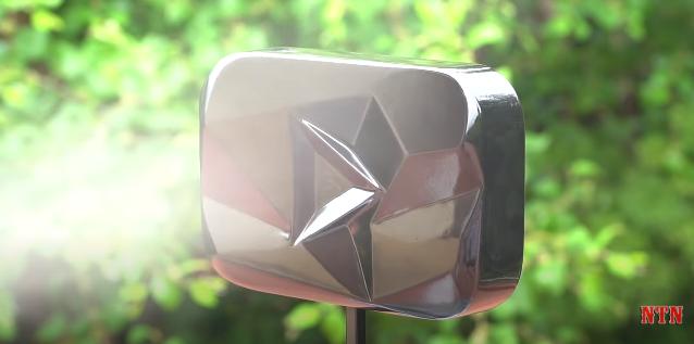 Còn xa mới đủ 10 triệu subs, NTN đã có cho mình nút kim cương của Youtube và sự thật bất ngờ phía sau - Ảnh 9.