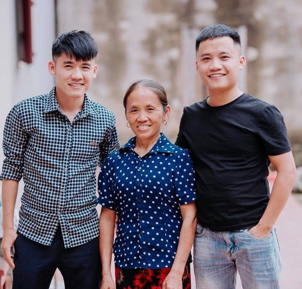Sa sút sau một năm, thu nhập của bà Tân Vlog giảm chỉ còn nửa, anh em Hưng Vlog, Hậu Troll giờ kiếm 0đ từ Youtube - Ảnh 1.