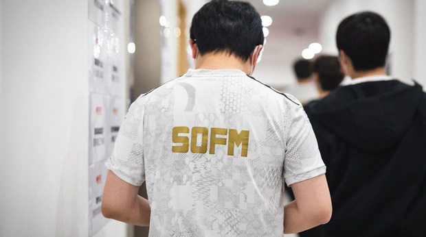Sự thật về SofM: Nghiện tà tưa, mê bún đậu và thói quen donate rất mát tay cho bại tướng - Ảnh 4.