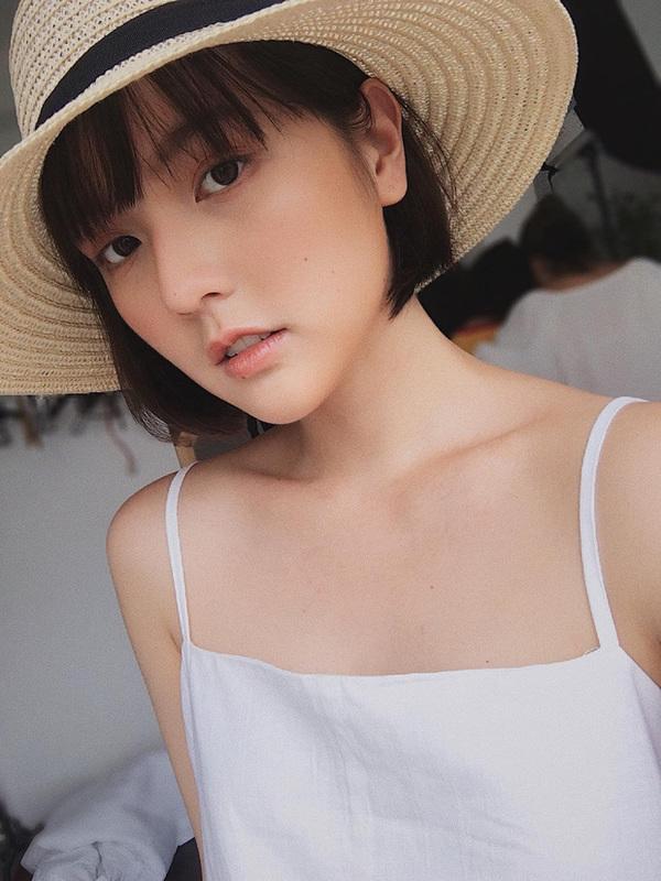 Không cần ngực khủng, hot girl đặc biệt được Sơn Tùng MTP follow vẫn chinh phục cộng đồng bằng nét đẹp rất thơ - Ảnh 2.