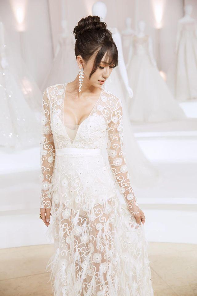 Lynk Lee diện váy cô dâu duyên dáng, khoe vòng một siêu gợi cảm khiến fan hâm mộ đổ rần rần khen xinh nức nở - Ảnh 3.