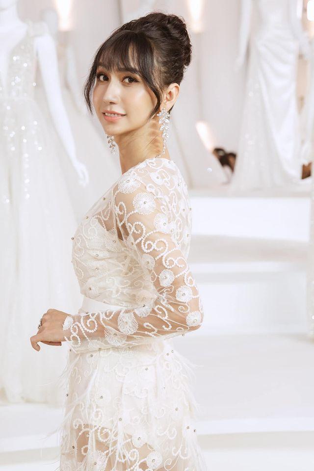 Lynk Lee diện váy cô dâu duyên dáng, khoe vòng một siêu gợi cảm khiến fan hâm mộ đổ rần rần khen xinh nức nở - Ảnh 4.