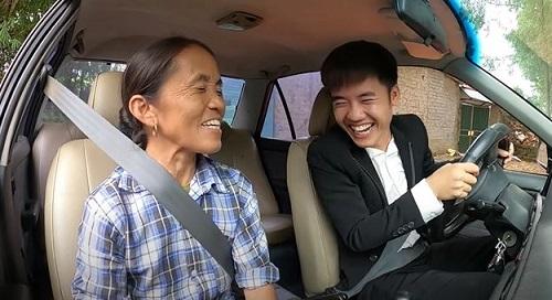 Khoe với bà Tân Vlog việc vừa mua xe 4 tỷ, Hưng Vlog tuyên bố Con đầy tiền khiến cộng đồng mạng lắc đầu ngán ngẩm - Ảnh 4.