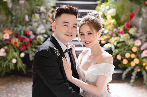Ngày cưới Xemesis - Xoài Non, 3 cặp cặp đôi trai tài, gái sắc thế hệ mới của làng stream Việt tay trong tay, tình tứ khỏi nói - Ảnh 1.