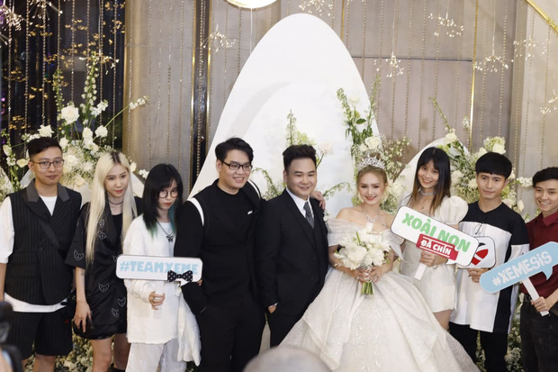 Ngày cưới Xemesis - Xoài Non, 3 cặp cặp đôi trai tài, gái sắc thế hệ mới của làng stream Việt tay trong tay, tình tứ khỏi nói - Ảnh 8.