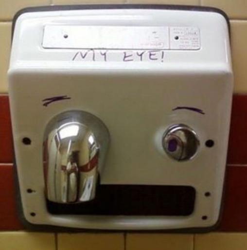 Loạt tác phẩm nghệ thuật cực ngẫu hứng trong nhà vệ sinh khiến dân mạng cười phá lên - Ảnh 9.