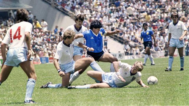 Bàn tay của Chúa là gì mà khiến huyền thoại bóng đá Maradona nổi danh hàng thập kỷ? - Ảnh 5.