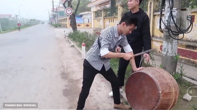 Mang trống tới trước cổng trường lừa học sinh nghỉ sớm, nhóm Youtuber gây phẫn nộ mãnh liệt, bị cộng đồng mạng lên án mạnh mẽ - Ảnh 4.