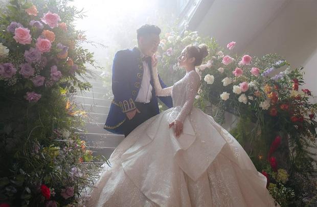 Chuyện tình Xemesis và vợ trẻ 2k2 trước thềm siêu đám cưới: Chênh nhau 13 tuổi, gặp không ít thị phi nhưng vẫn về đích an toàn - Ảnh 16.