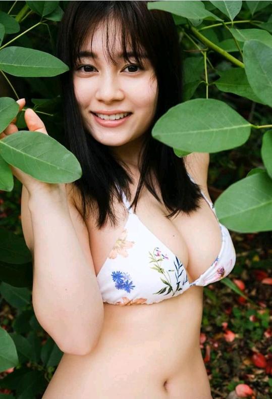 Mẫu nữ chỉ cao 1m52 khoe núi đôi chập chùng, không ngần ngại thổ lộ sự yêu mến Việt Nam - Ảnh 3.