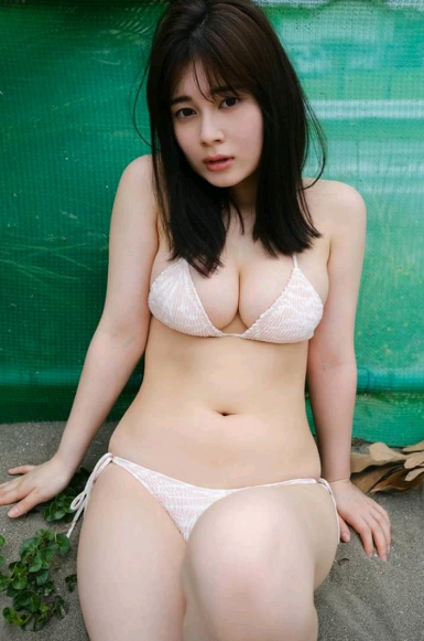 Mẫu nữ chỉ cao 1m52 khoe núi đôi chập chùng, không ngần ngại thổ lộ sự yêu mến Việt Nam - Ảnh 8.