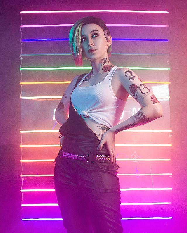 Xuất hiện cô nàng xinh đẹp Judy Alvarez phiên bản đời thật, sexy không kém trong Cyberpunk 2077 - Ảnh 2.