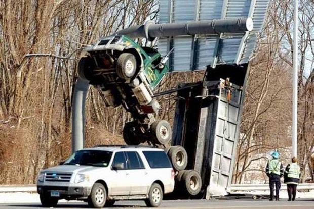 Những tai nạn ngớ ngẩn của hội mới học lái xe đã đi chơi Giáng Sinh - Ảnh 4.
