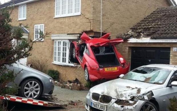 Những tai nạn ngớ ngẩn của hội mới học lái xe đã đi chơi Giáng Sinh - Ảnh 15.