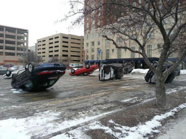 Những tai nạn ngớ ngẩn của hội mới học lái xe đã đi chơi Giáng Sinh - Ảnh 5.
