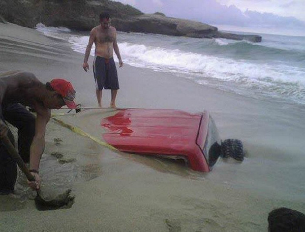 Những tai nạn ngớ ngẩn của hội mới học lái xe đã đi chơi Giáng Sinh - Ảnh 7.