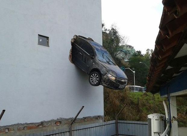 Những tai nạn ngớ ngẩn của hội mới học lái xe đã đi chơi Giáng Sinh - Ảnh 12.