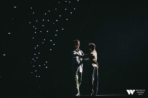 """""""Xuân"""" - tiết mục múa tái hiện câu chuyện chờ chồng của cụ Xuân được trình diễn trên sân khấu WeChoice Awards 2017"""