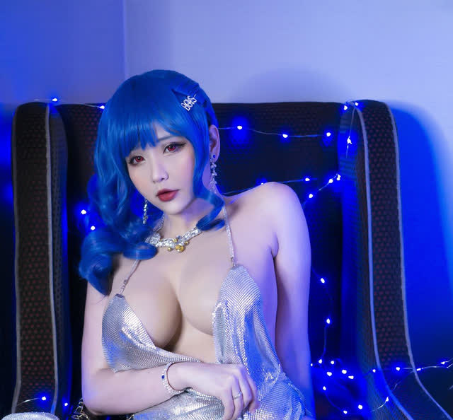 Showing off a sexy figure when transforming into a game character, a Vietnamese cosplayer made many brothers ask to die - Photo 2.