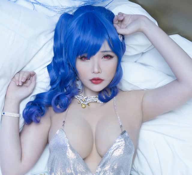 Khoe dáng gợi cảm khi hóa thân thành nhân vật game, nữ cosplayer gốc Việt khiến bao anh em xin chết - Ảnh 3.