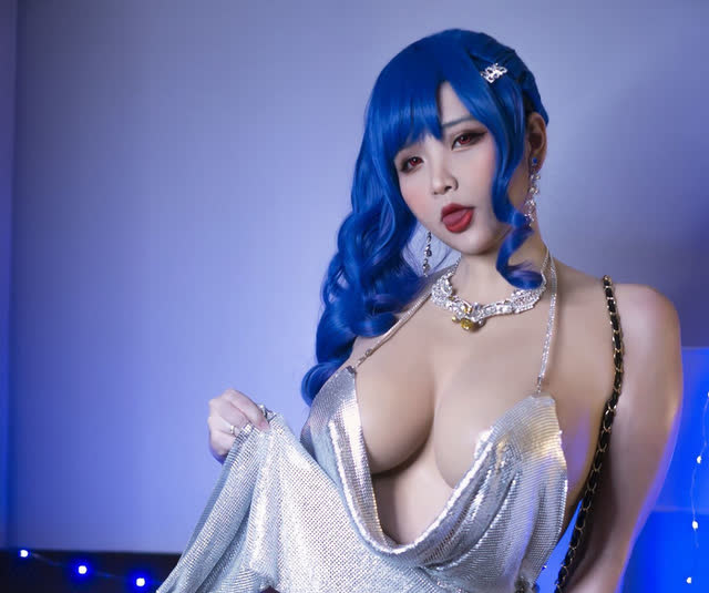Showing off a sexy figure when transforming into a game character, a Vietnamese female cosplayer makes many brothers ask to die - Photo 4.