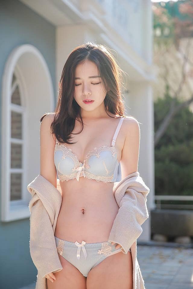 nữ CEO hot girl tự tay mặc luôn nội y để quảng cáo Photo-1-1607316023809437453709
