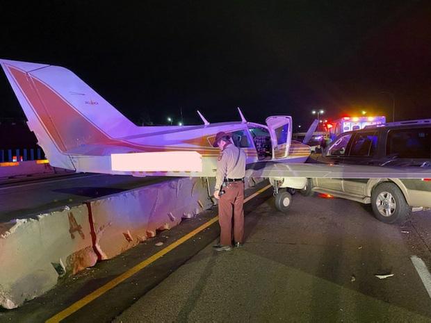 Cô gái đang thong thả lượn phố thì bị máy bay từ trên trời lao xuống đâm trúng - Ảnh 3.