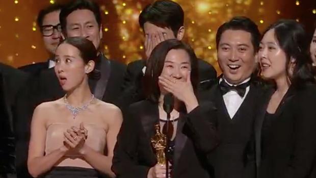 Parasite và cú ăn 3 lịch sử tại Oscar 2020: Giải to giải nhỏ đều ẵm trọn, đến chú Bong Joon Ho còn stress - Ảnh 1.